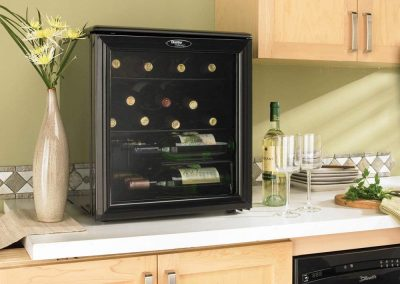 Danby DWC172BL 1.8-Cu.Ft. 17-Bottle Counter-Top Wine Cooler, Black_2